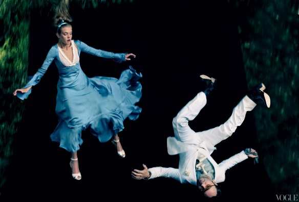 Annie-Leibovitz- Tom-Ford-White-suit-sky-blue-silk-satin-dress