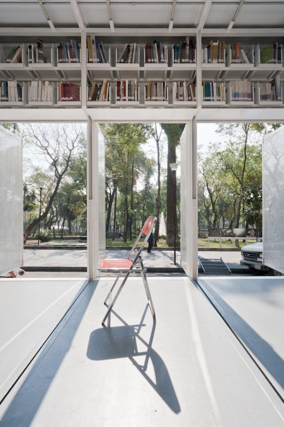 1500-Book-Library-On-Wheels-in-Mexico-City-7